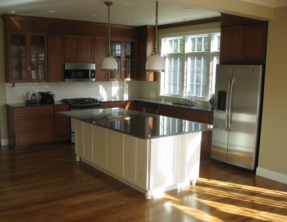 Practical and stunning kitchen design for families inside the